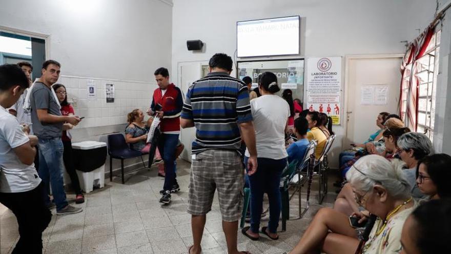 Hospitales siguen atendiendo casos por la epidemia de dengue, que afecta también al presidente de Paraguay, Mario Abdo Benítez, este jueves, en Asunción (Paraguay).