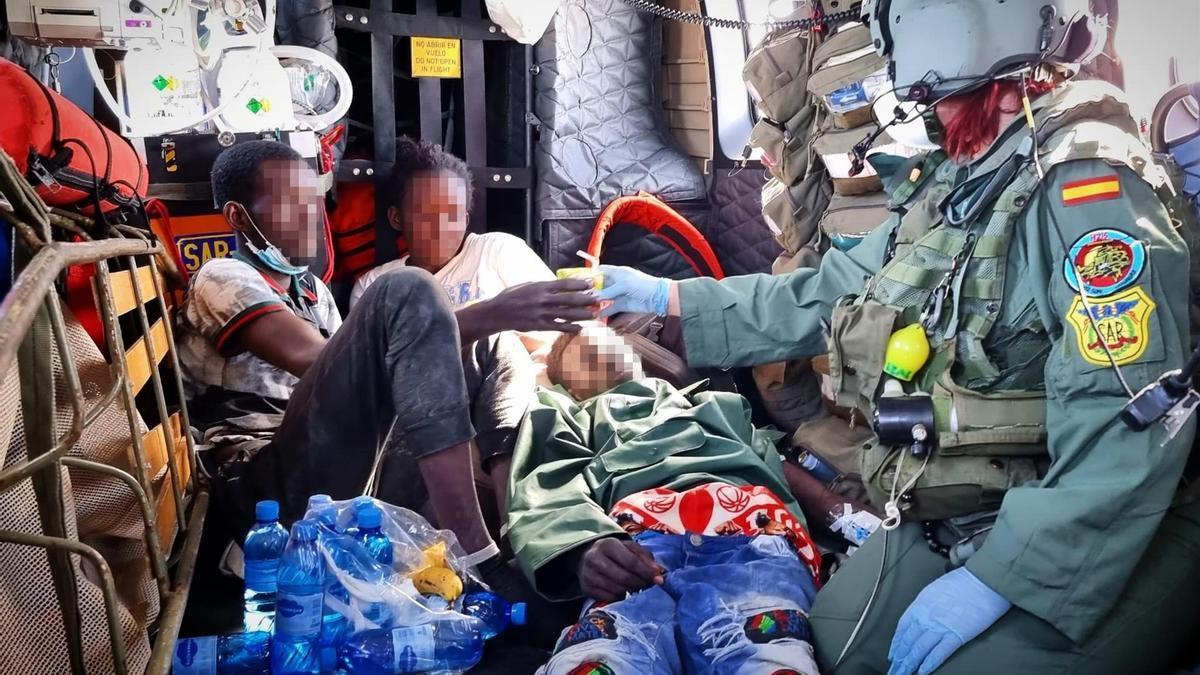 Los tres supervivientes de la patera localizada a kilómetros de El Hierro