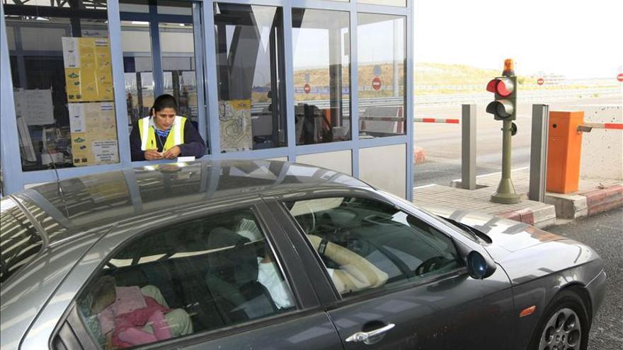 Las empresas adjudicatarias presionan a Fomento para que imponga una tasa por el uso de las autovías