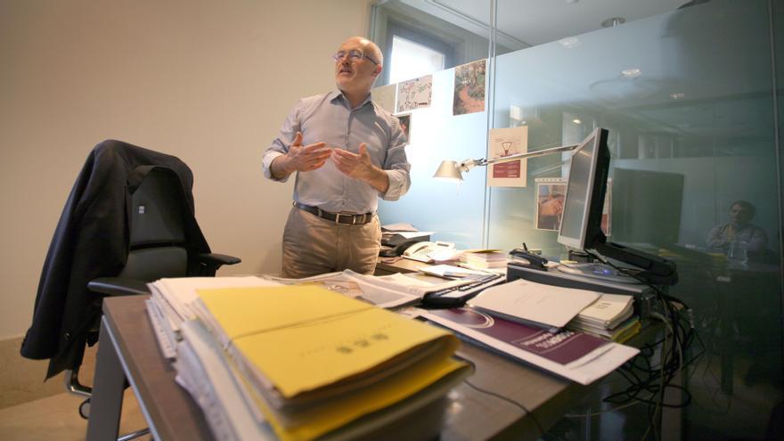 Antonio Montiel, en su despacho en las Corts Valencianes.