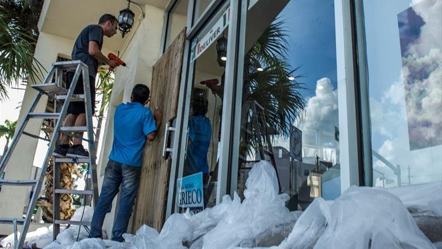 Irma prosigue su debilitamiento mientras se aproxima a Cuba y EE.UU.