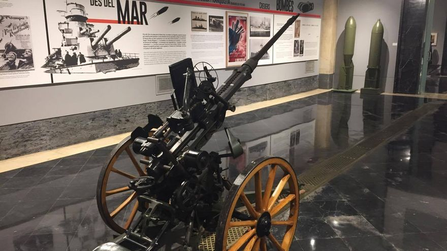 Un carro de combate en el museo que acompaña al refugio