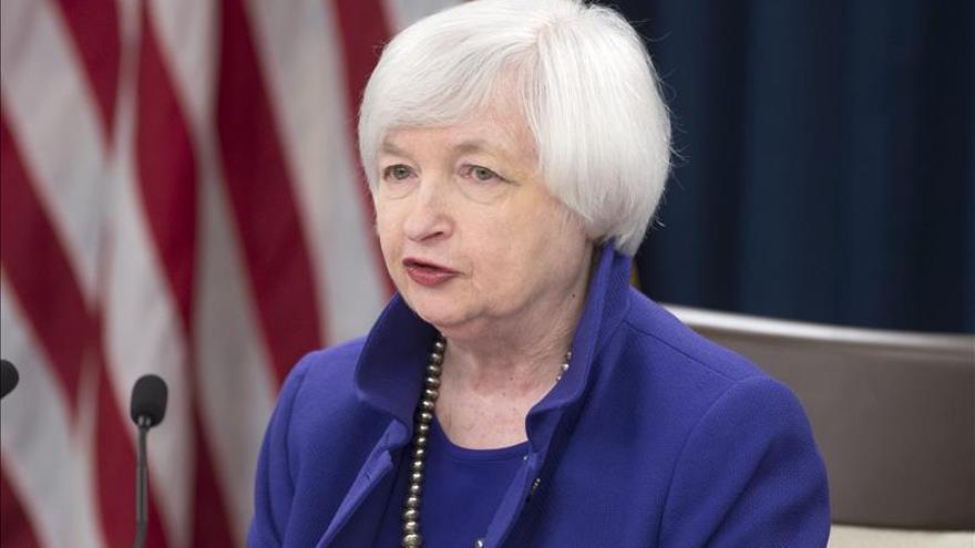 """La Fed sube los tipos y finaliza un periodo """"extraordinario"""" de estímulo en EE.UU."""