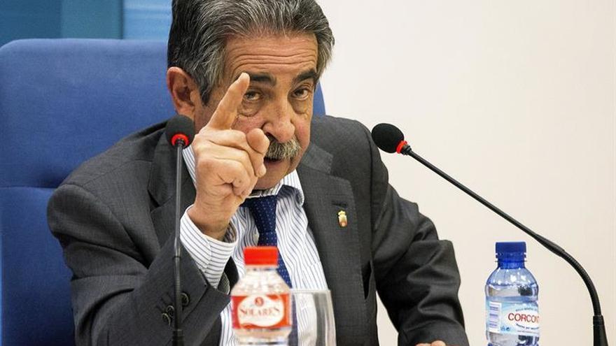 Revilla denuncia maltrato a Cantabria en los PGE y pide una reunión con Rajoy
