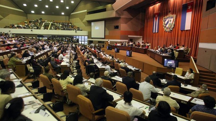 Ministro cubano admite un complejo contexto económico y dificultades de liquidez