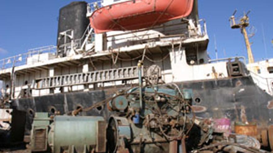 La Autoridad Portuaria 'desguaza' Vivatell