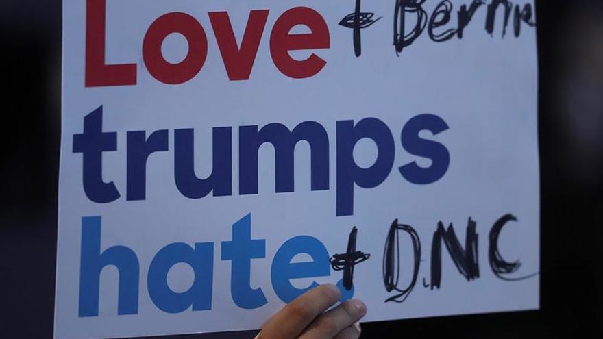 Los preparativos para nombrar a Clinton, entre la rebeldía y los deseos de unidad
