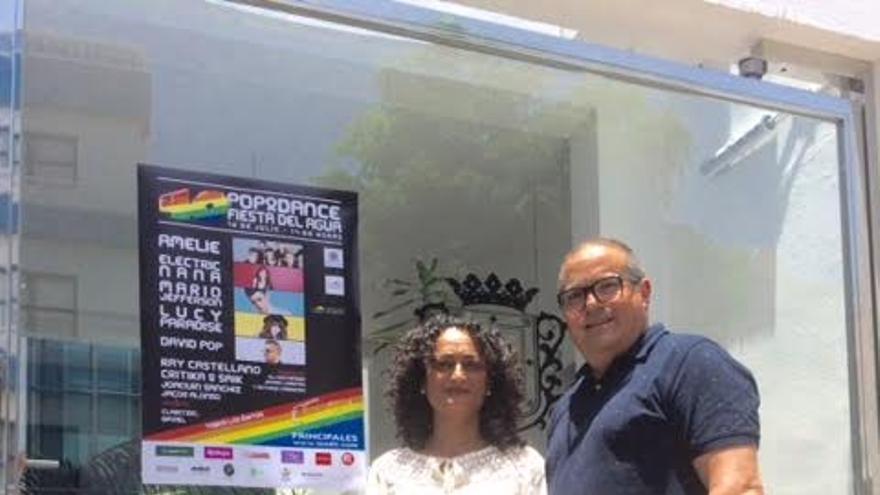 La concejal de Fiesta, Mónica Rodríguez, junto al responsable de la cadena en La Palma, Álvaro Páges.