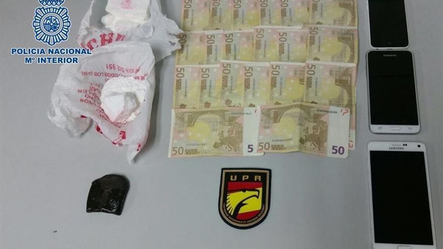 Una pareja, detenida por trasladar cocaína y hachis en un ferry procedente de Fuerteventura.