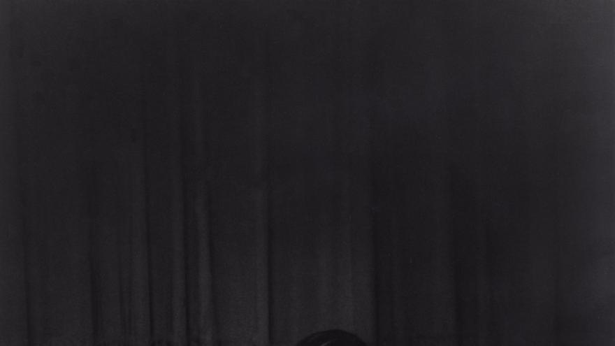 'Pieza corte' (Cut Piece), Performance interpretada por Yoko Ono en el Carnegie Recital Hall de Nueva York el 21 de marzo de 1965 / Minoru Niizuma