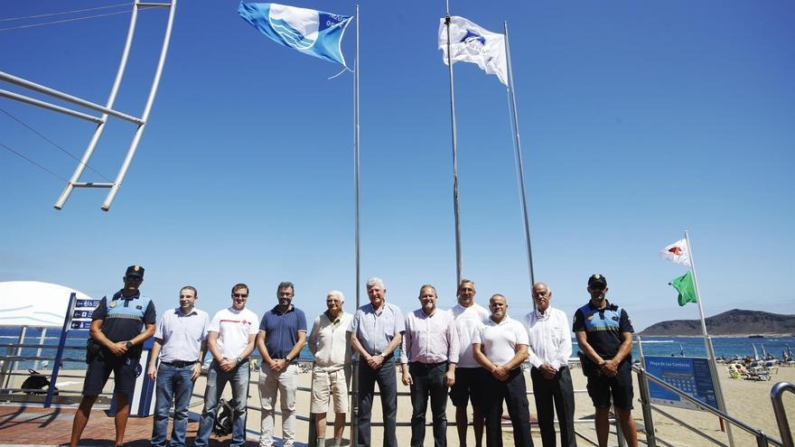Acto de izado de la Bandera Azul y Calidad Q en Las Canteras