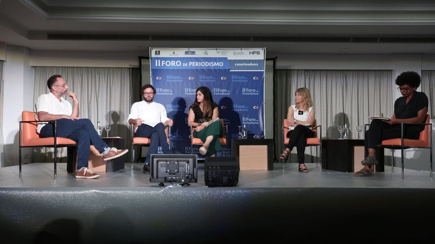 Los periodistas José Naranjo, Txema Santana, Natalia Vargas, Judith Prat y Tania Adam en la mesa ¿Quién es África?
