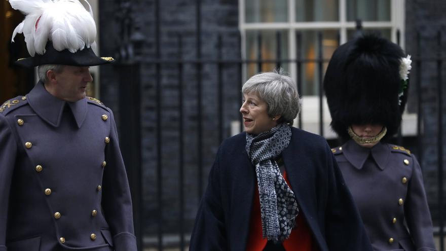 La primera ministra británica, Theresa May, recibe al primer ministro japonés, Shinzo Abe, el pasado 10 de enero en Downing Street.