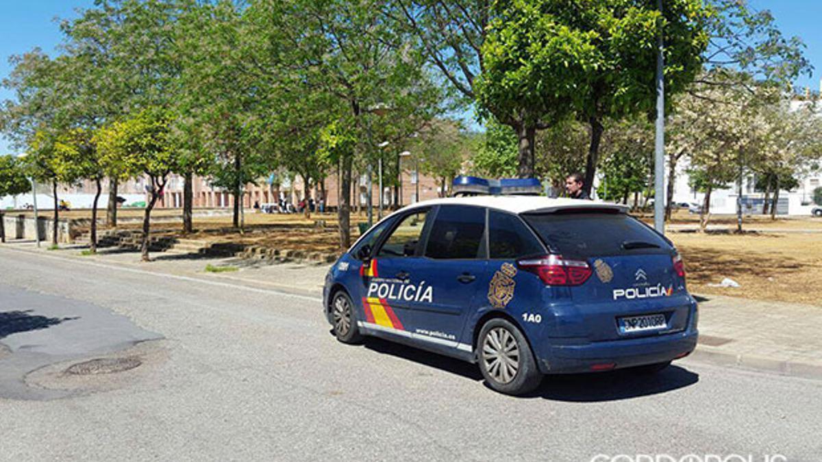 Un coche de Policía Nacional, de patrulla