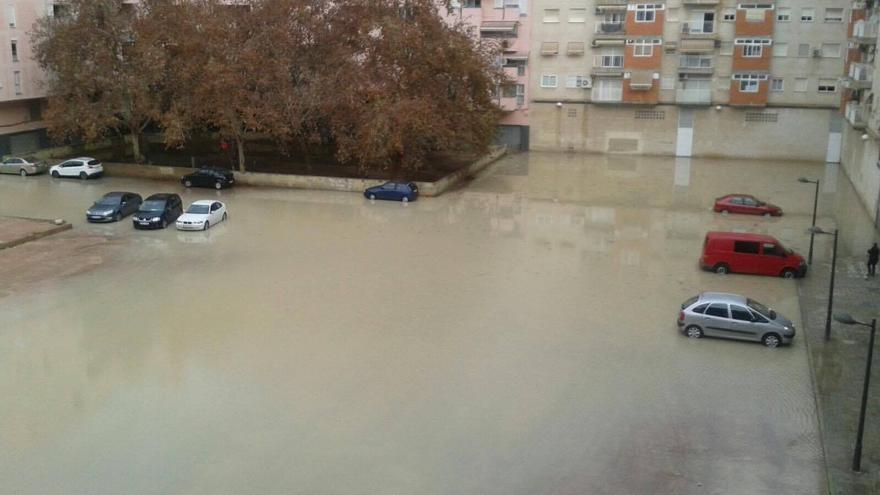 La plaza Músico Antonio Eiximeno, inundada