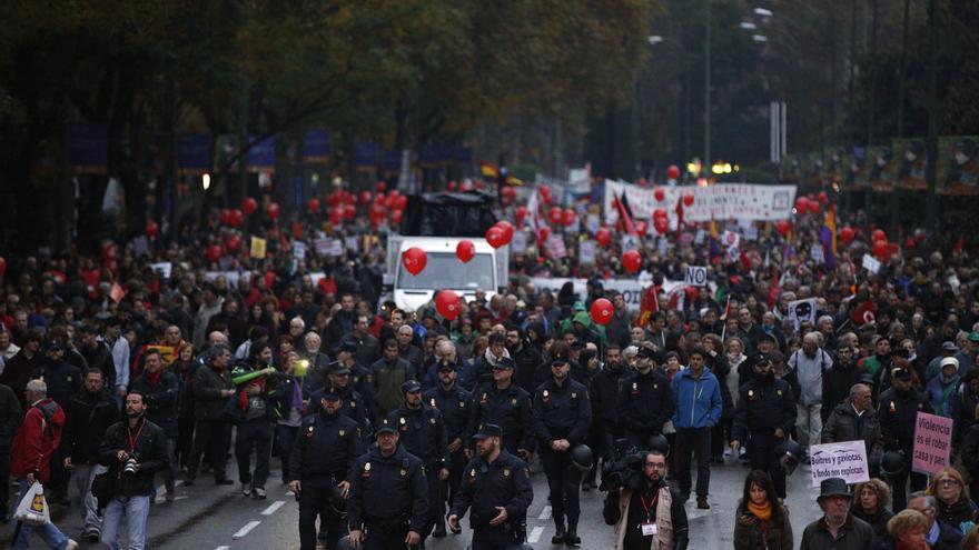 Aunque la delegación del Gobierno había autorizado todas las marchas, se desplegó un amplio dispositivo policial a lo largo un recorrido que terminó sin incidentes. \ Olmo Calvo