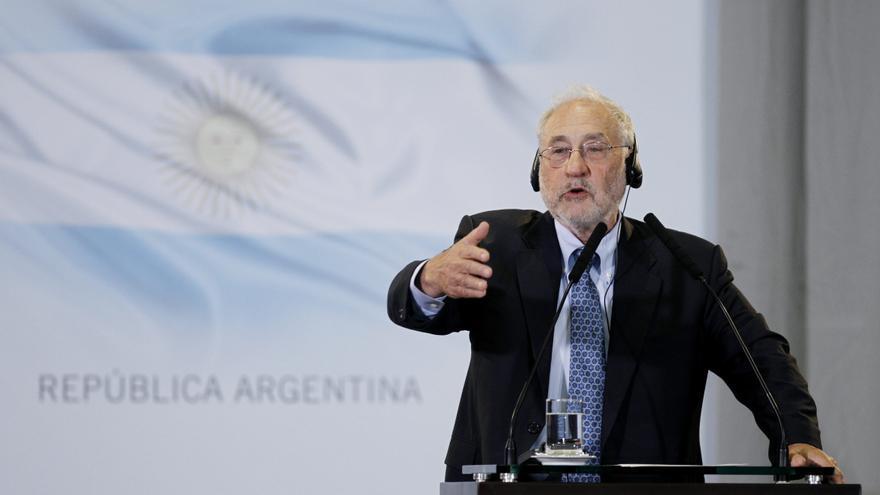 Stiglitz advierte de que pedir el rescate podría ser un suicidio para España