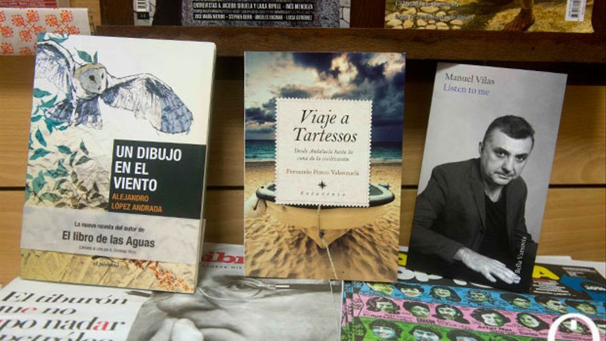 Libros de editoriales cordobesas en una librería. | TONI BLANCO