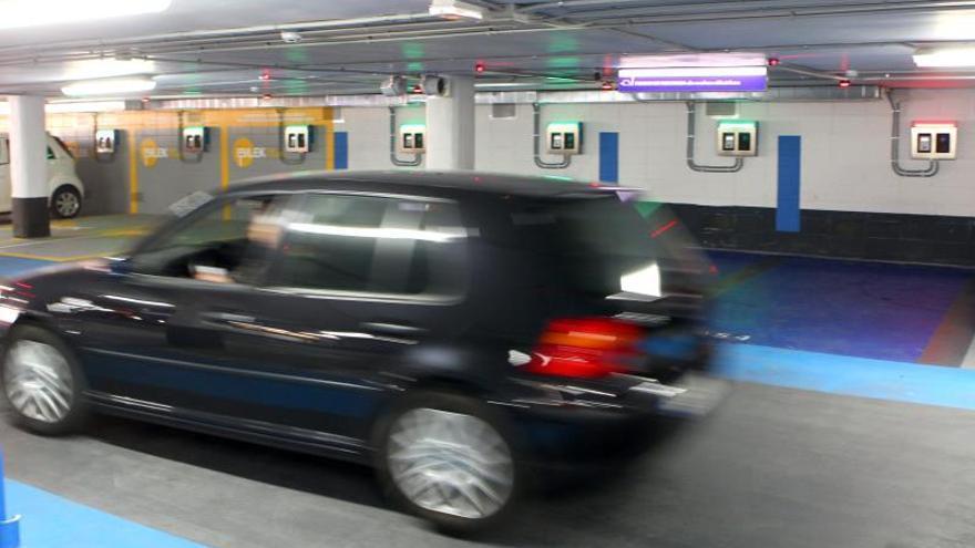 Madrid, Barcelona, Valencia y Cádiz las ciudades donde es más difícil aparcar