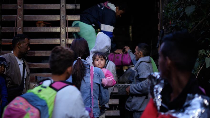 Una de las camionetas que transportará a decenas de venezolanos hasta Bucaramanga.