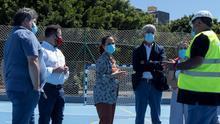 La alcaldesa de Santa Cruz de Tenerife, Patricia Hernández, y parte de su equipo de gobierno, recorrieron las instalaciones deportivas de La Salud
