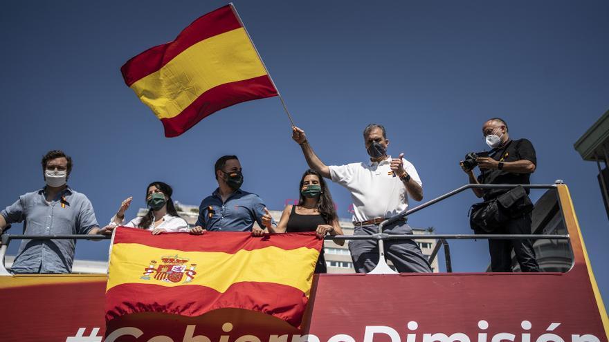 Santiago Abascal junto con Ortega Smith en la manifestación de Vox.