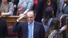 Luis Gestoso (Vox) hace el saludo militar a Agustín Rosety en el Congreso