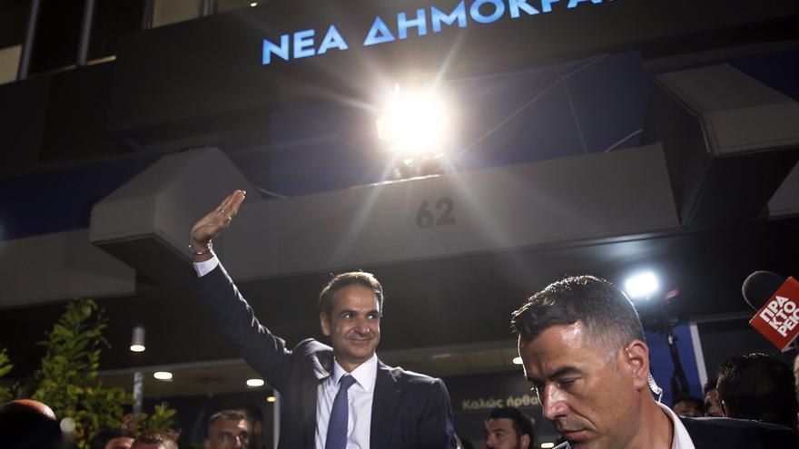 El líder de Nueva Democracia, Kyriakos Mitsotakis, celebra la victoria en las elecciones griegas del 7 de julio de 2019..