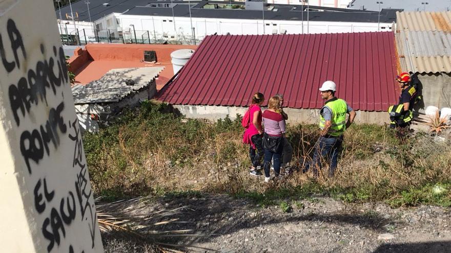 Vecinos afectados por el derrumbe en el Paseo de Chil
