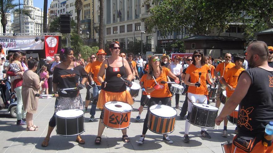 Un instante de las celebraciones con motico del Día del Comercio Justo en Valencia