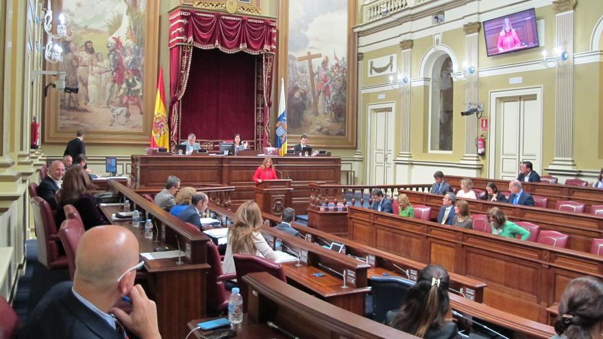 Rosa Dávila durante su intervención en el Parlamento de Canarias