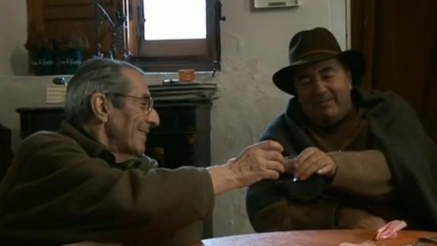 Conversación entre Manu Leguineche y Enrique Meneses (Oxígeno para vivir, de Georgina Cisquella)
