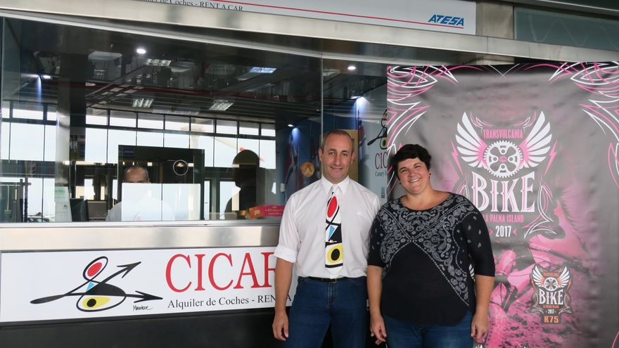 El representante de Cicar en La Palma, Francisco José Ramos, y la consejera insular de Juventud y Deportes, Ascensión Rodríguez