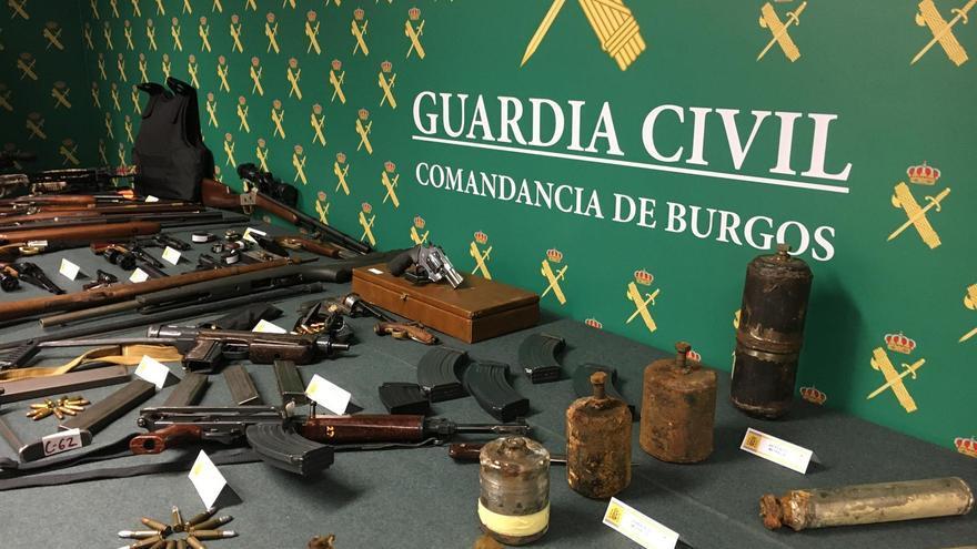 Arsenal de armas y explosivos que guardaba un hombre en su vivienda de Miranda de Ebro (Burgos).