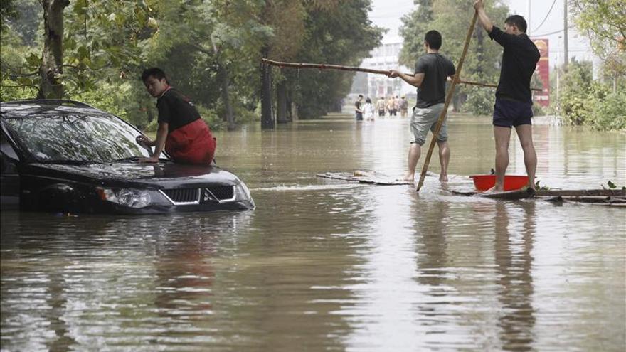 """China activa la alerta amarilla ante la inminente llegada del tifón """"Haiyan"""""""