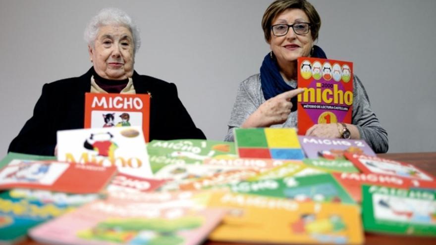 Pilar Martínez y María Isabel Sahuquillo, creadoras de la cartilla Micho