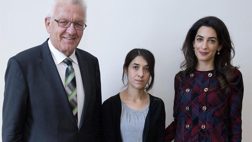 """Amal Clooney denuncia en Alemania el """"terror"""" del Estado Islámico contra las mujeres yazidíes"""