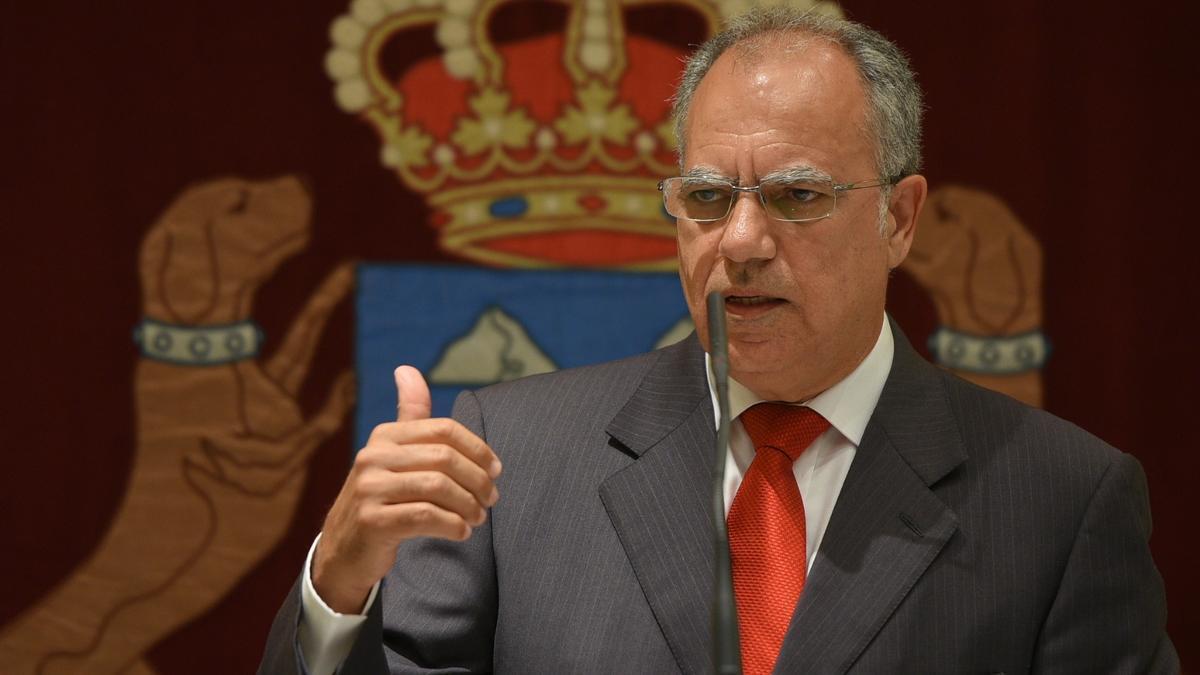Casimiro Curbelo durante una intervención en el Parlamento