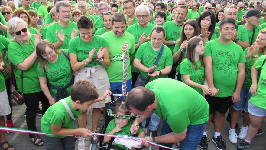"""Cientos de personas participan en la """"VI Marcha Solidaria"""" de La Fundación Síndrome de Down del País Vasco"""