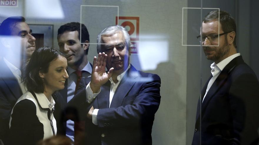 Javier Arenas rodeado de los vicesecretarios del Partido Popular.