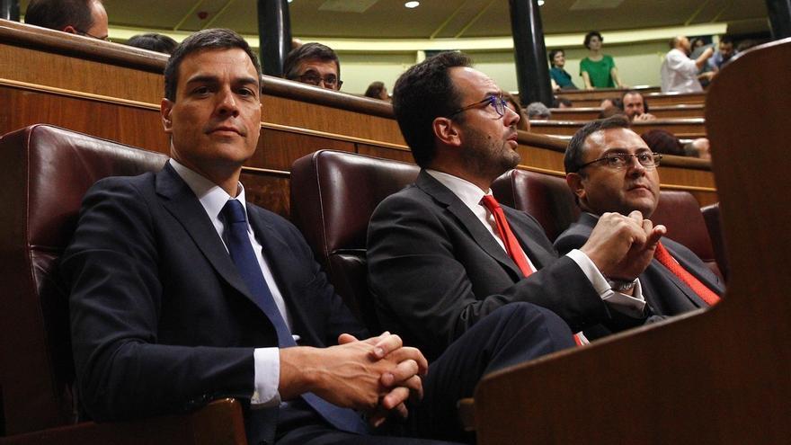"""Sánchez tacha de """"tomadura de pelo"""" la respuesta de Rajoy, rechaza la abstención y urge a fijar la investidura"""