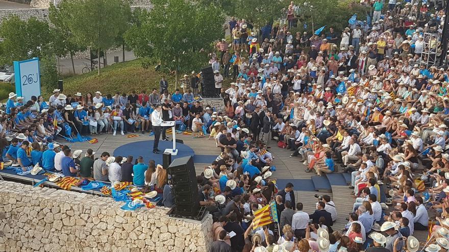 El presidente y candidato del PP, Mariano Rajoy, durante su intervención en el parque de cabecera