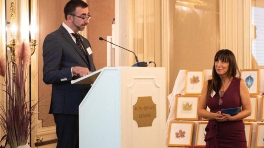 El escritor toledano José Ignacio Carmona y la empresaria Belén Bianchi en el acto celebrado en Ginebra