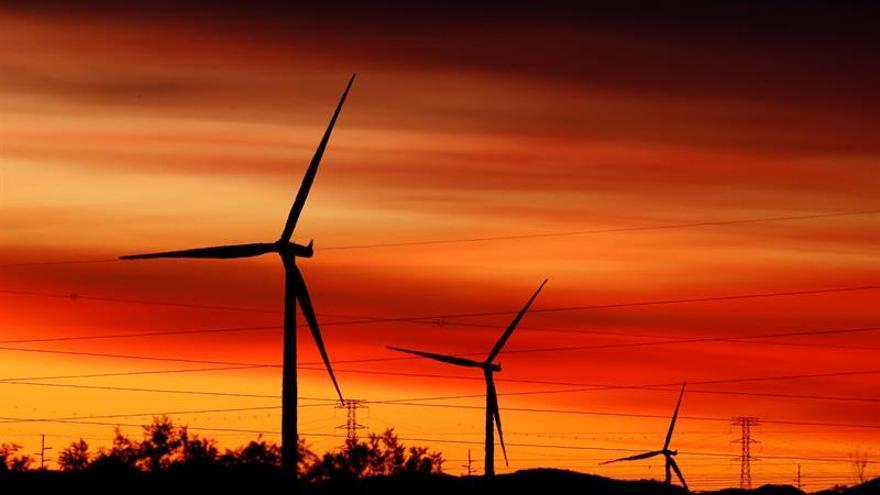 La inversión en energía cae un 8 % en 2015, con avance de las fuentes limpias