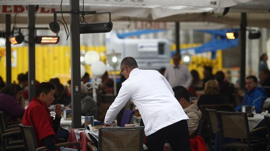 El sector de la hostelería es uno de los que más contratos ha firmado en junio