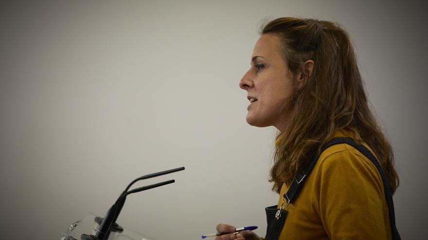 La diputada de la CUP en el Congreso, Mireia Vehí, interviene en una rueda de prensa anterior a una Junta de Portavoces, a 11 de mayo de 2021, en el Congreso de los Diputados, Madrid, (España).