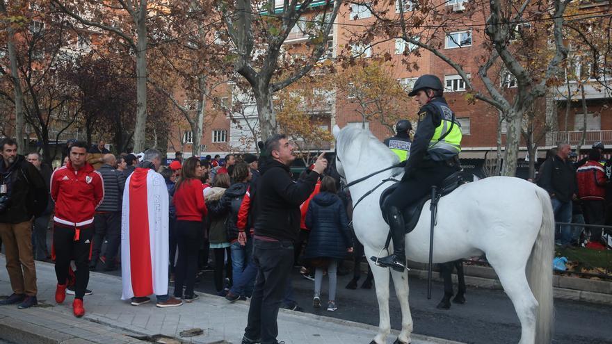 Sindicatos de la Policía piden que Interior distinga a los agentes de la final entre River-Boca en Madrid