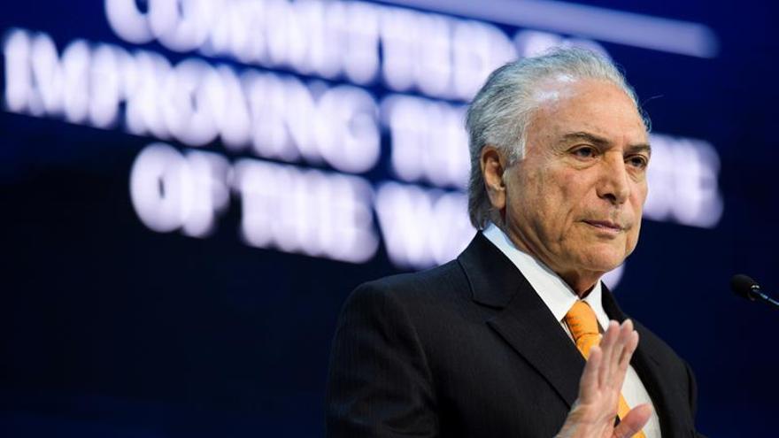 """Temer asegura en Davos que """"Brasil está de vuelta"""" y más próspera y abierta"""