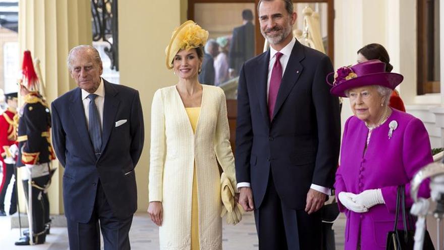 Isabel II distingue a Felipe VI con la prestigiosa Orden de la Jarretera