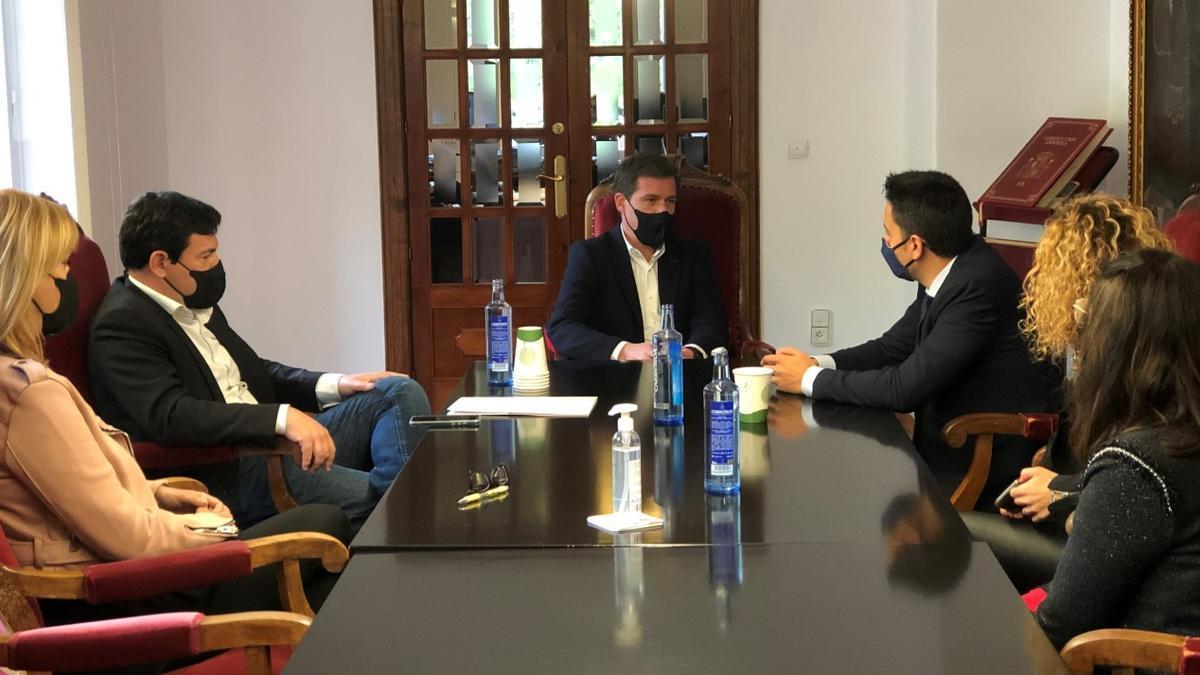 Imatge de la reunió a Xàtiva amb la Fundació La Caixa.